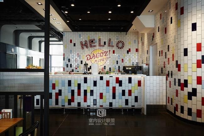 渲染马戏团欢乐氛围的美式餐厅